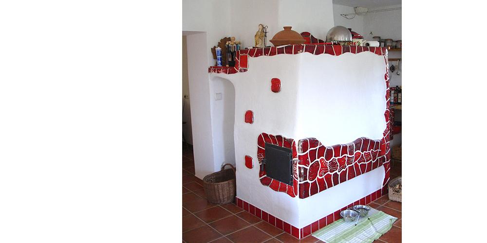 Kachelofen rot-weiß-rot